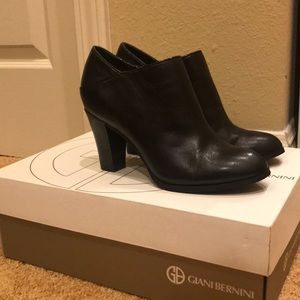 Giani Bernini Ankle Boots (BRAND NEW CONDITION)